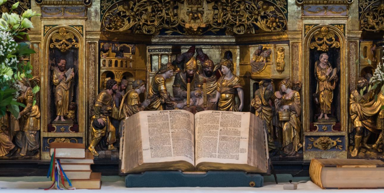 Bibelen på Roskilde Katedrals hovedalter