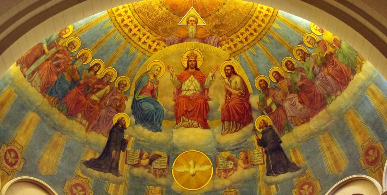Den hellige treenighed afbildet i St. Benedict kirke i Indiana.