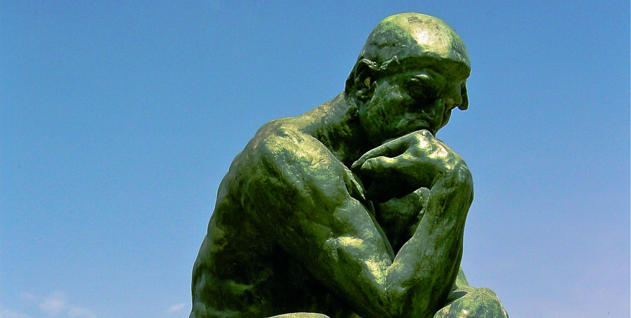 """The Thinker"" af Aguste Rodin."