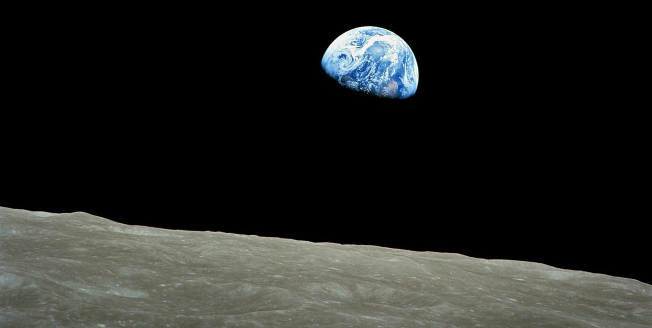 Jorden set fra månen.
