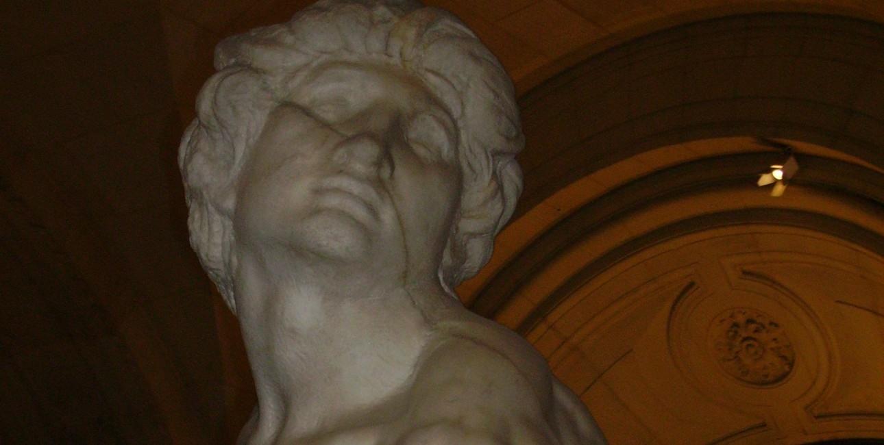 """The Rebellious Slave"" af Michelangelo Buonarroti (ca. 1475-1564). Findes på Louvre, Paris."