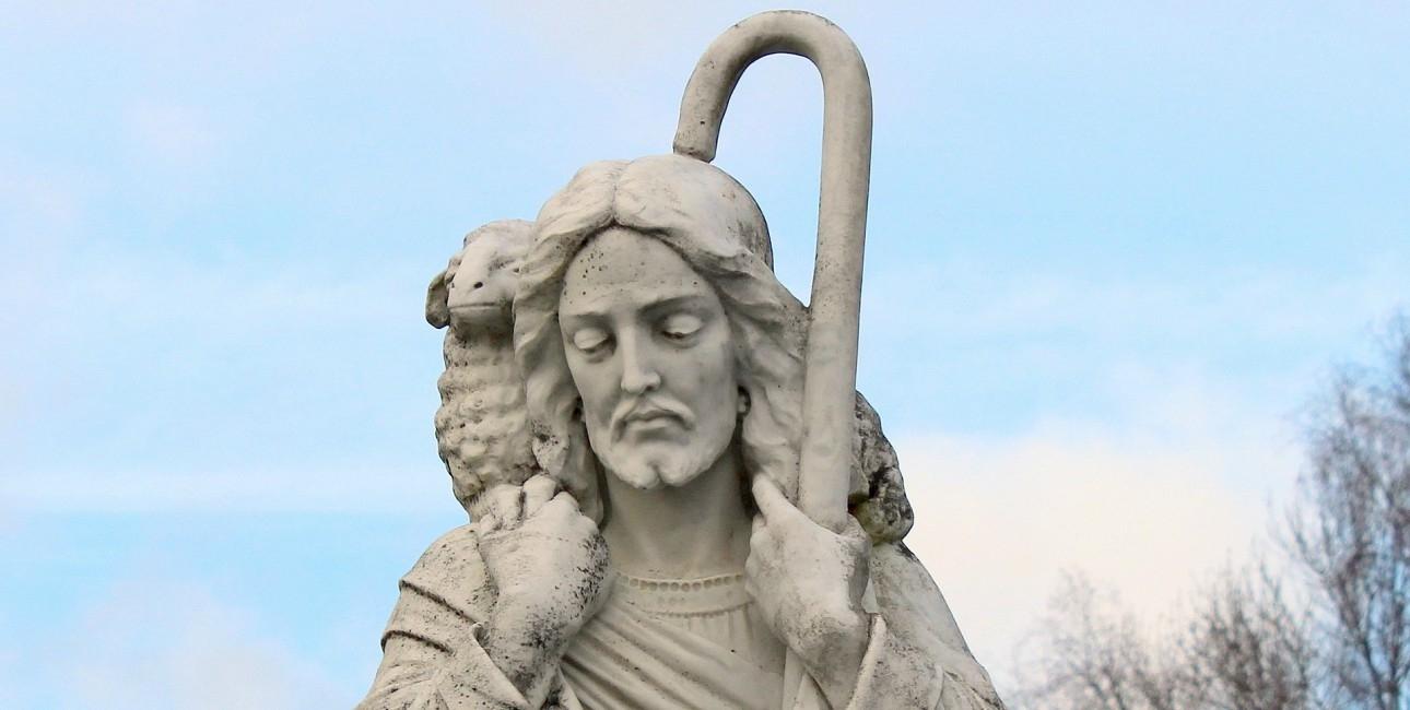 Lammet optræder flere steder i Det Gamle Testamente, hvor det blev brugt som offerdyr. Ifølge Kirsten Nielsen, har man senere lagt mere betydning i lammet, og set det som et symbol på Jesus der dør for vore synder. Foto: Pixabay.