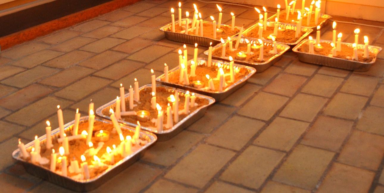 Tidebønnerne, der foregår døgnet rundt, forbindes traditionelt med katolske klostre, men forskellige kredse i de lutherske kirker har i det 20. århundrede forsøgt at genoplive traditionen, fortæller sognepræsten Jan Ulrik Dyrkjøb. Foto af Chr. Nørgaard og Ella Simonsen.