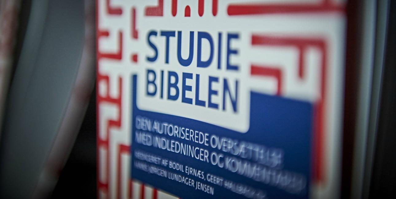Studiebibelen er på gaden.