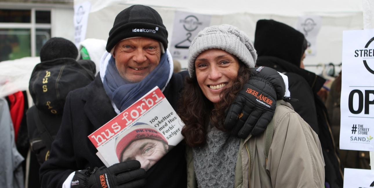 """Glade hjemløse: """"Det er en kærligheds-erklæring, det I gør!"""". Foto: Bibelselskabet."""
