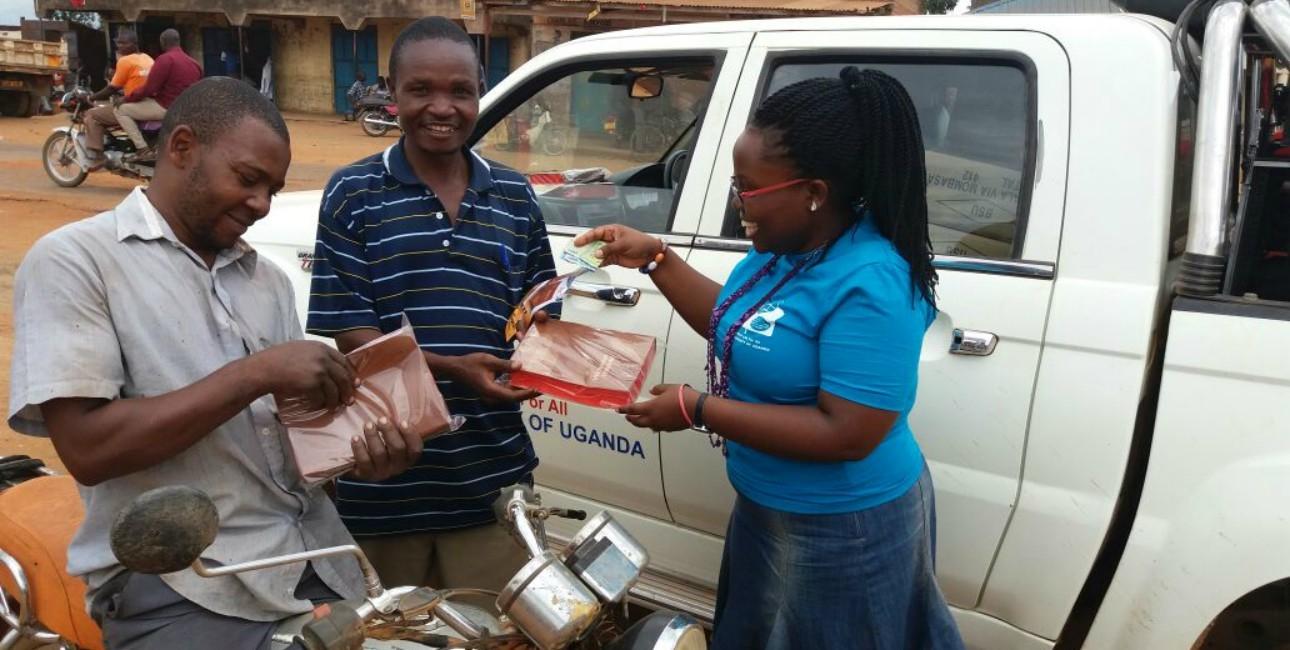 Til udgivelsen af den komplette lumasaaba-bibel i Mbale, Østuganda, dagen før juleaften var der mødt mange lokale op. Foto: De Forenede Bibelselskaber.