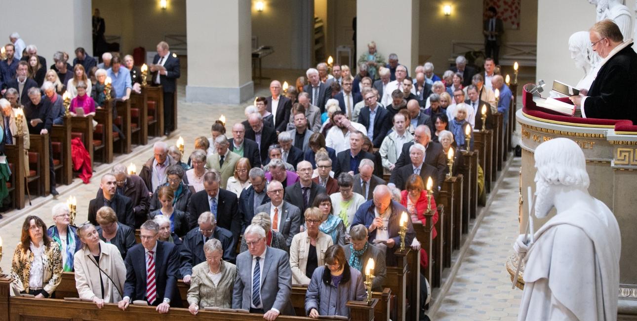 Biskoppen prædiker ved Bibelselskabets 200-års jubilæum.