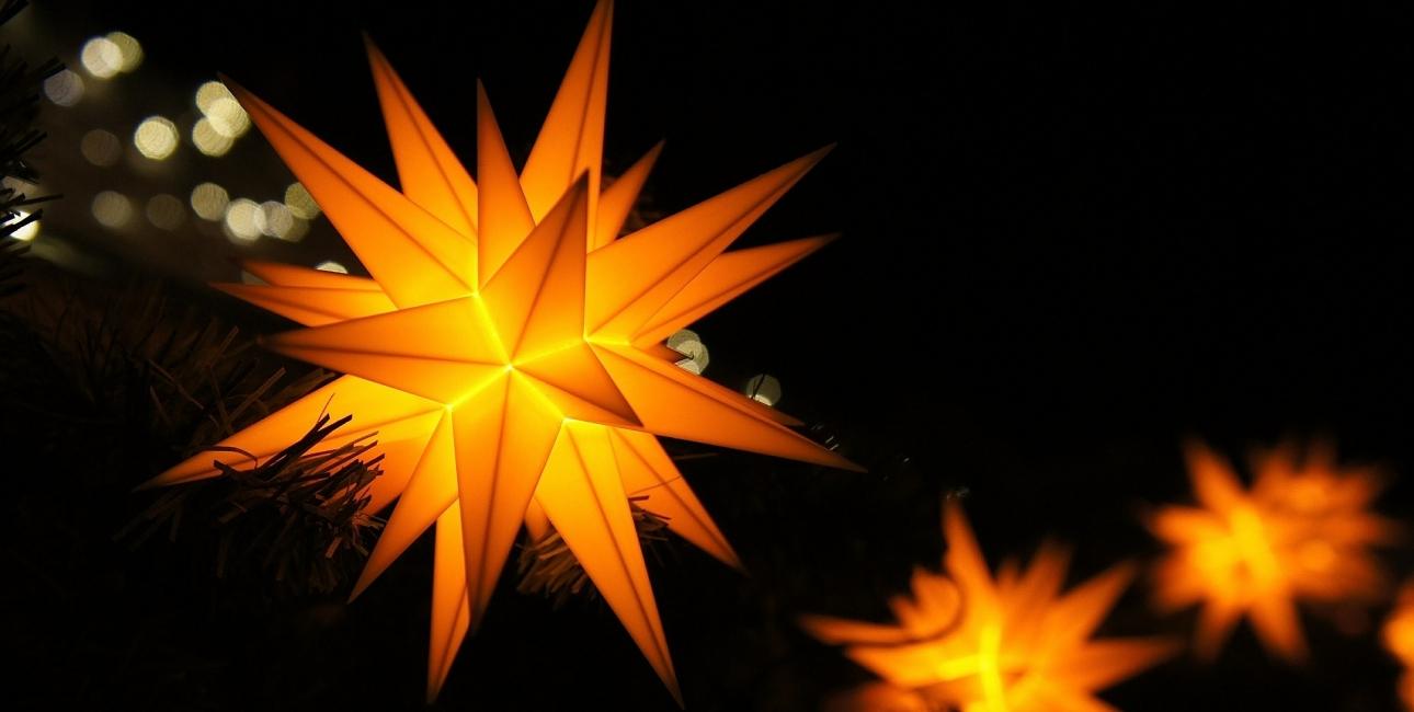 """""""Stjernen er et symbol på Jesus' liv, død og opstandelse og på det lys, som Guds ord tænder i mørket, så man ikke går i blinde"""", siger teolog og forfatter Jakob Brønnum. Foto: Pixabay."""