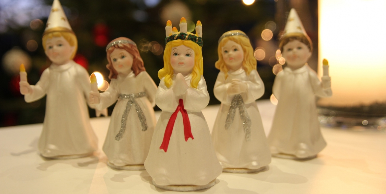 Små Lucia-figurer.