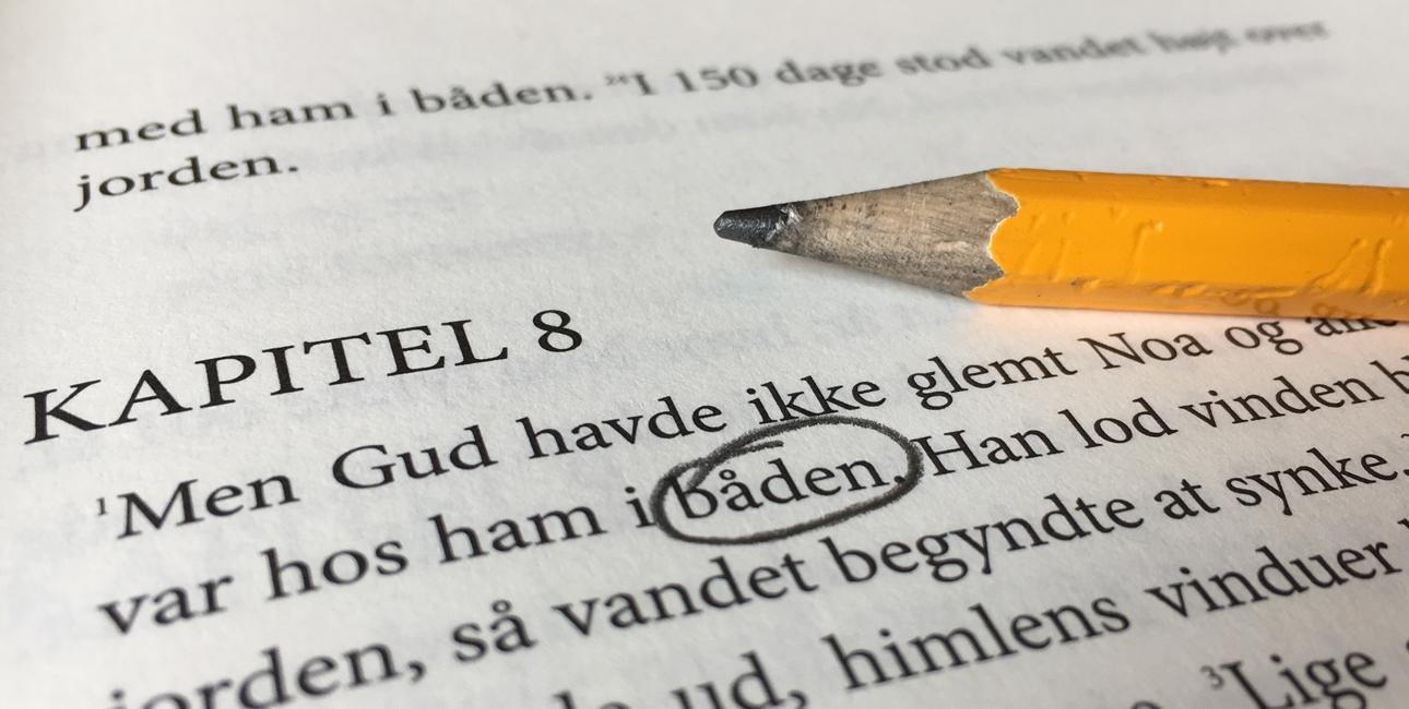 Bibelen på nudansk vækker engagement hos danskerne