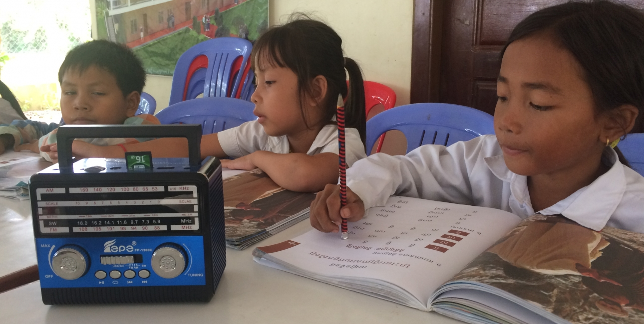 Læsekurser bruger Bibelen til at lære både børn og voksne i Cambodja at læse. Foto: Birgitte Stoklund Larsen