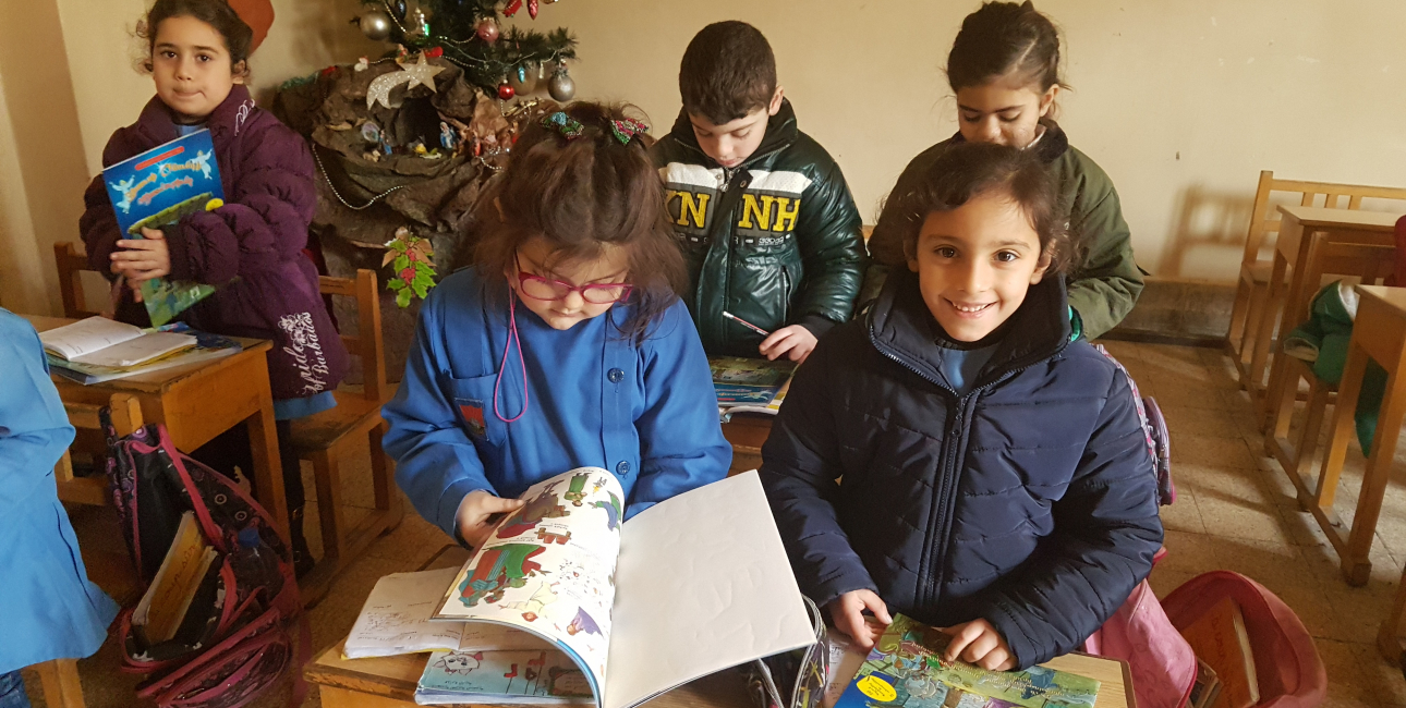 """""""December var en travl tid,"""" fortæller George Andrea, direktør for Bibelselskabet i Syrien. """"Vi udgav en særlig julebog fuld af historier, som vi gav til børnene. Guds ord er virkelig på arbejde i Syrien!"""" Foto: UBS"""