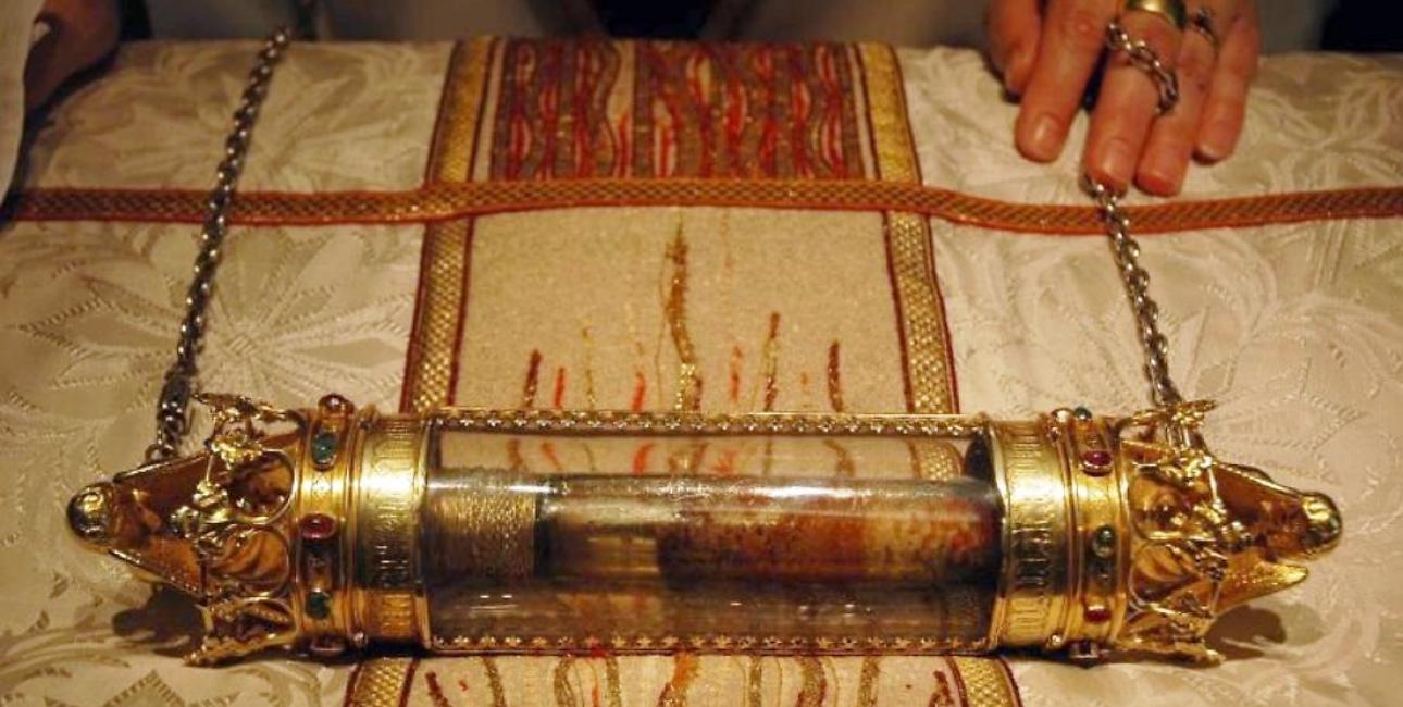 Dette glasrør indeholder angiveligt dråber af Jesus' blod. Det opbevares i 'Det Hellige Blods Basilika' i den belgiske by Brügge. Foto: Wikimedia Commons
