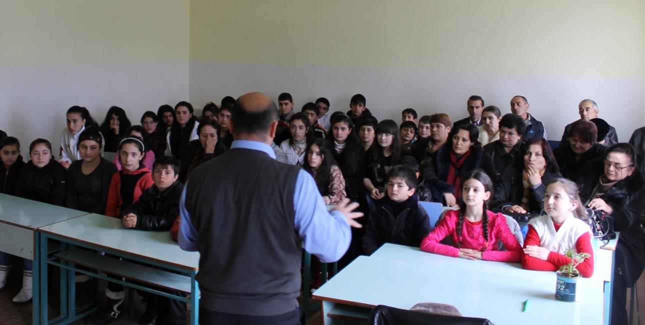 Børnene i den nordøstlige del af Armenien lever et uroligt liv på vagt for de daglige skyderier.