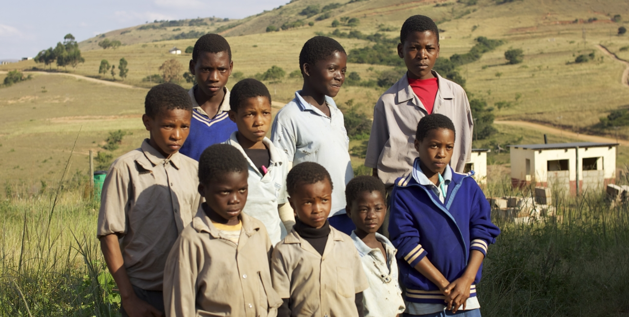 Disse børn er blot nogle af eleverne på Kuhlahla-skolen i det nordlige Swaziland, der har mistet en eller begge forældre til aids. Eller selv har hiv. De er hjulpet af hiv-programmet The Good Samaritan. Foto: Adam Garff
