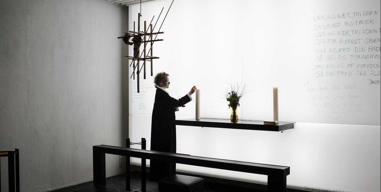 I hospitalets kapel kan patienter komme forbi og tale med præsten, deltage i en gudstjeneste eller blot sidde i stilhed og få ro i sindet. Foto: Les Kaner
