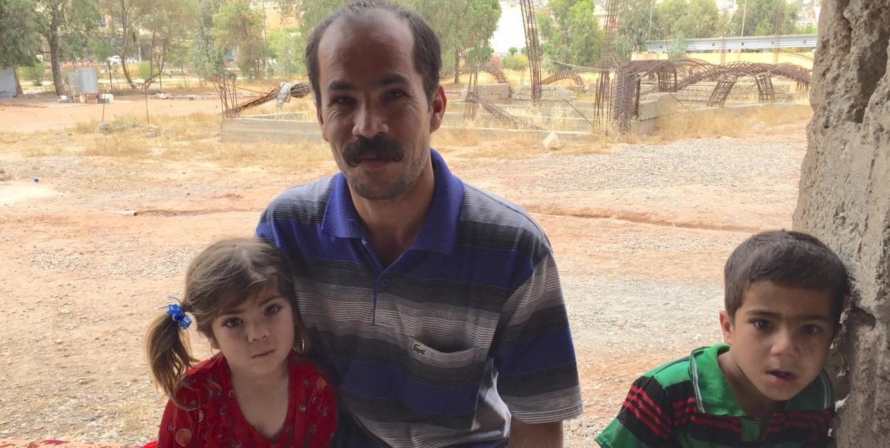 Bibelselskabet støtter forfulgte og trængte kristne i Irak med uddeling af Bibelen, humanitær hjælp, husly, TV-produktion og fortalervirksomhed. På billedet ses en kristen flygtningefamilie fra Irak. Foto: Andrea Rhodes, UBS.