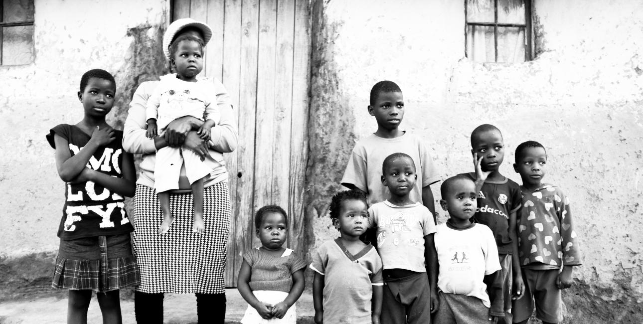 I Swaziland dør 7000 voksne og børn hver år af aids. 125.000 børn er forældreløse som følge af aids. Foto: Adam Garff.