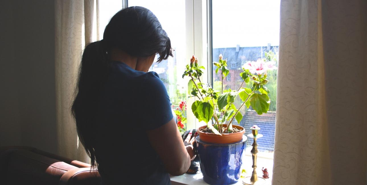 """Joy fra Nigeria har i mange år været offer for menneskehandel og tvangsprostitution: """"Med hjælp fra Gud kunne jeg bekæmpe voodooen. Jeg søger lyset, og der hjælper min tro mig."""" Foto: Inge Haandsbæk Jensen"""