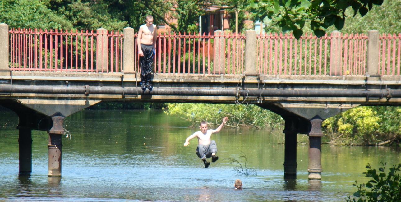 Hop i vandet, Off2riorob, wikimedia.