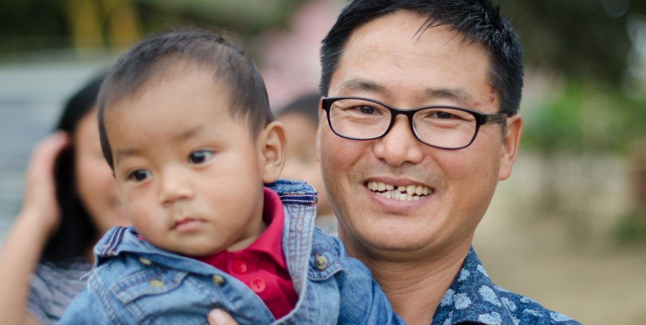 Insutoshi Jamir er bibeloversætter og far til 24. Foto: De Forenede Bibelselskaber