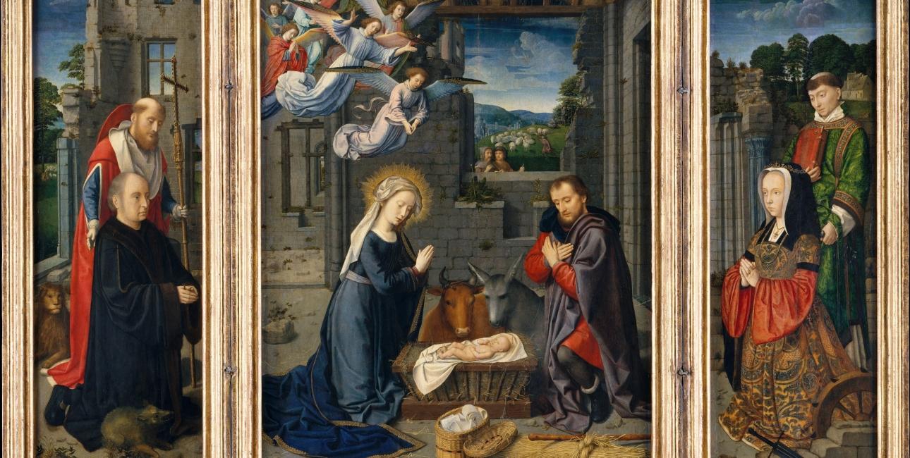 """Maria og Josef beder over Jesu krybbe mens okserne ser til. Ude til højre ses en bedende kvinde fra malerens samtid. Udsnit af Gerard Davids """"Triptykon med Jesu fødsel"""". Fra Wikimedia Commons."""