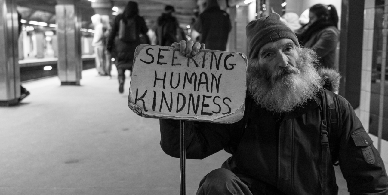 Seeking human kindness. Foto: Unsplash.