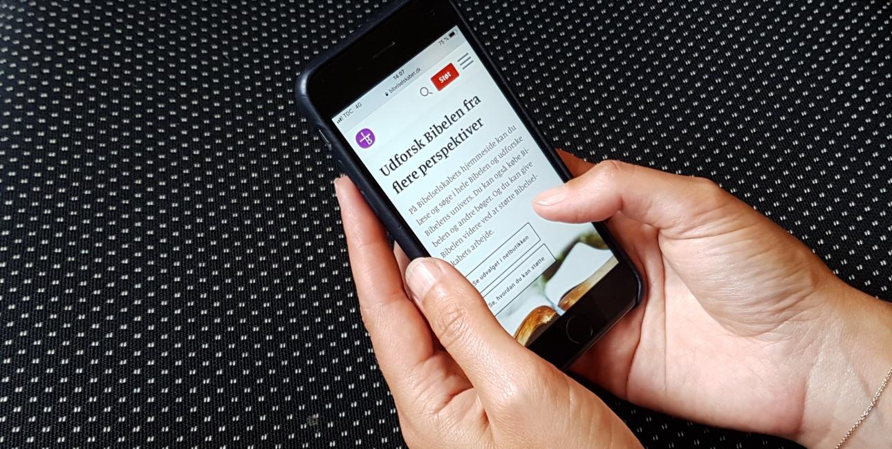 Mobil i hånd. Udforsk Bibelen. Ny hjemmeside.