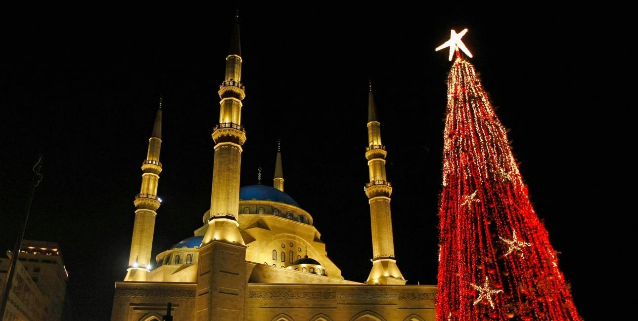 Juletræ ved Mohammed al-Amine-moskéen i Beirut. Foto: Ritzau Scanpix.