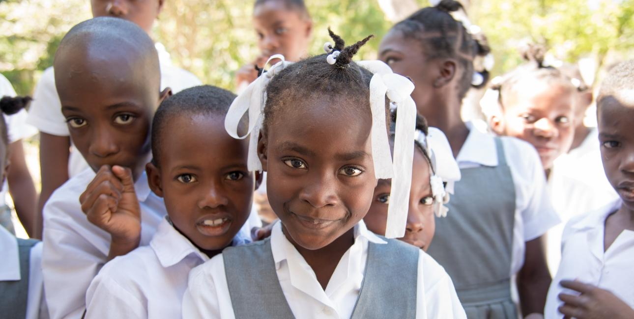 Skolepiger, Haiti. Foto: Andrea Rhodes