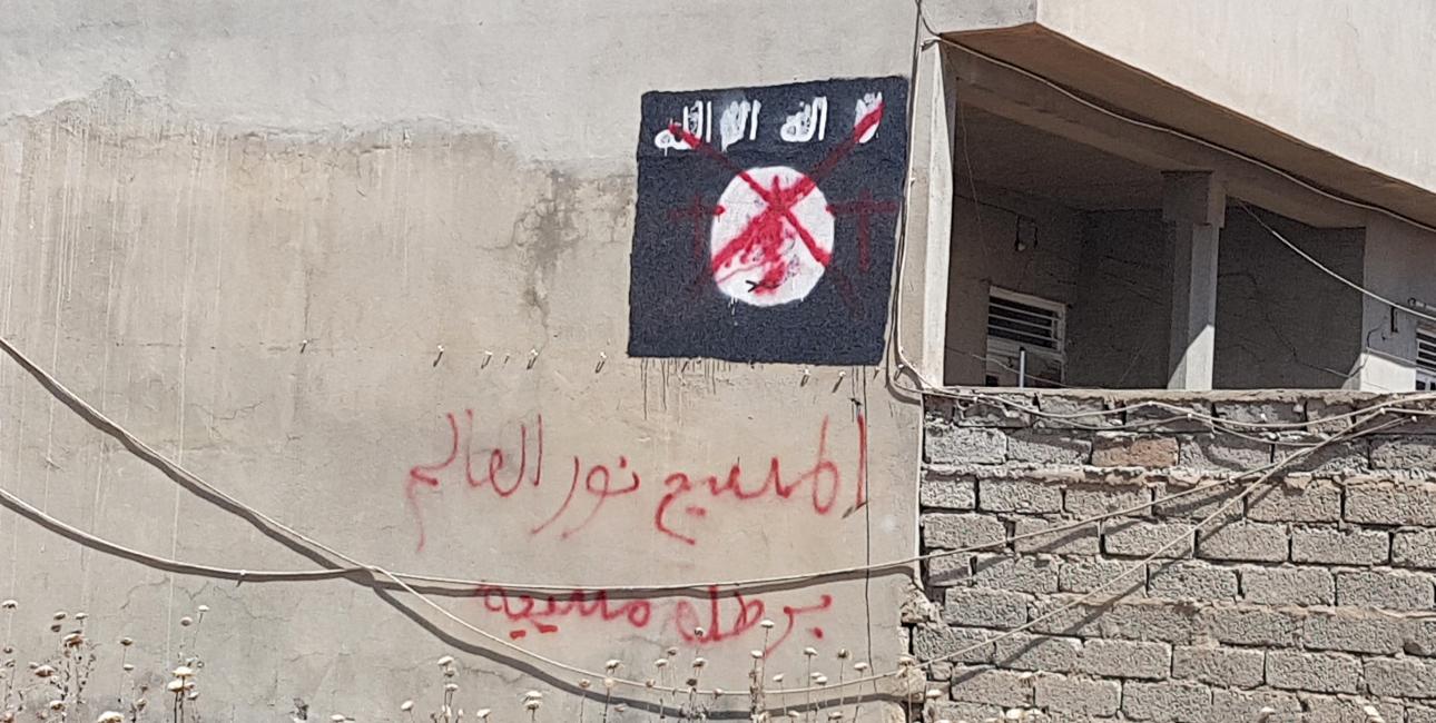 Røde grafittikors på mur i Qaraqosh. Foto: Turid Barth Pettersen og Andrea Rhodes