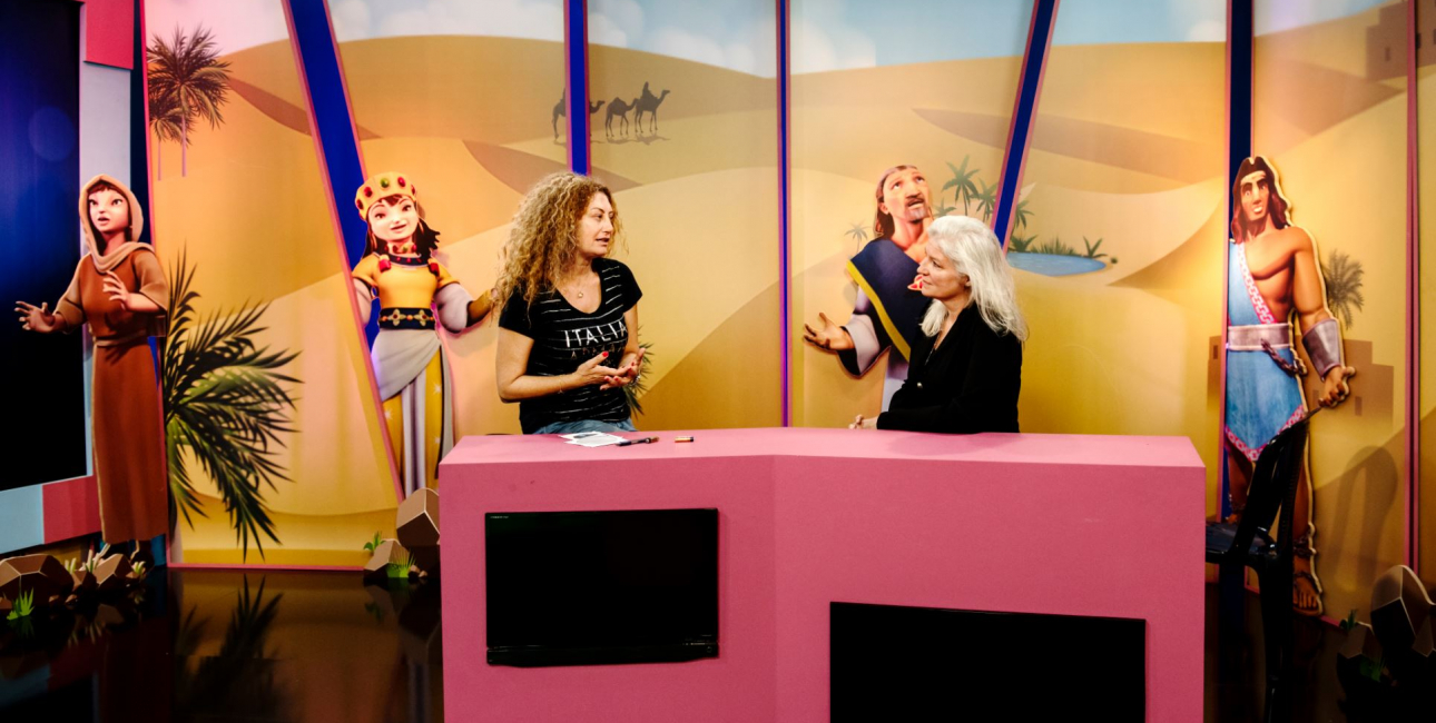 Synne i SAT-7's tv-studier i Libanon. Foto: Les Kaner