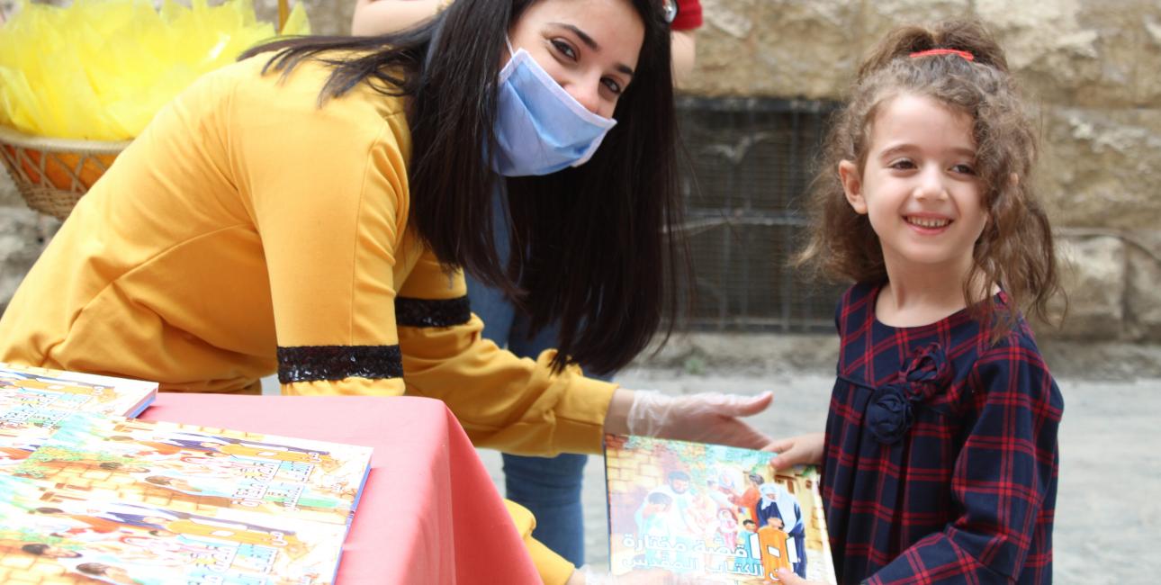 Bibeluddeling til børn i Syrien. Foto: UBS