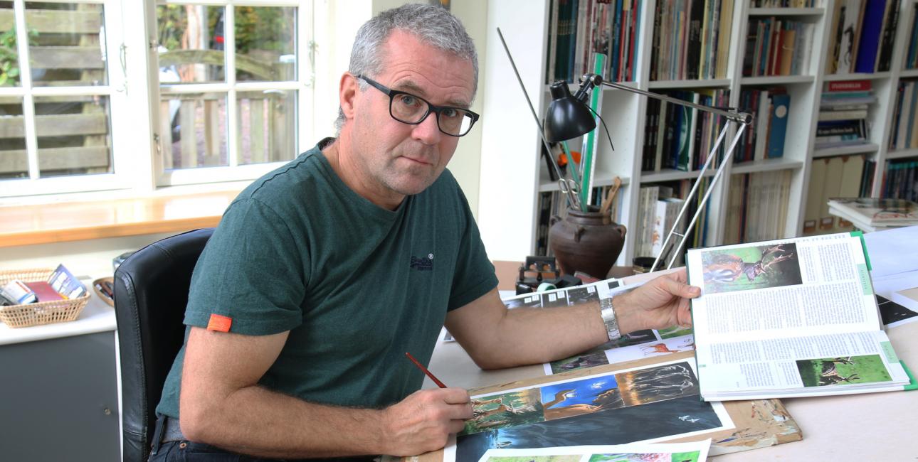 Peter Madsen arbejder på Urhistorien. Foto: Sissel Bøe.
