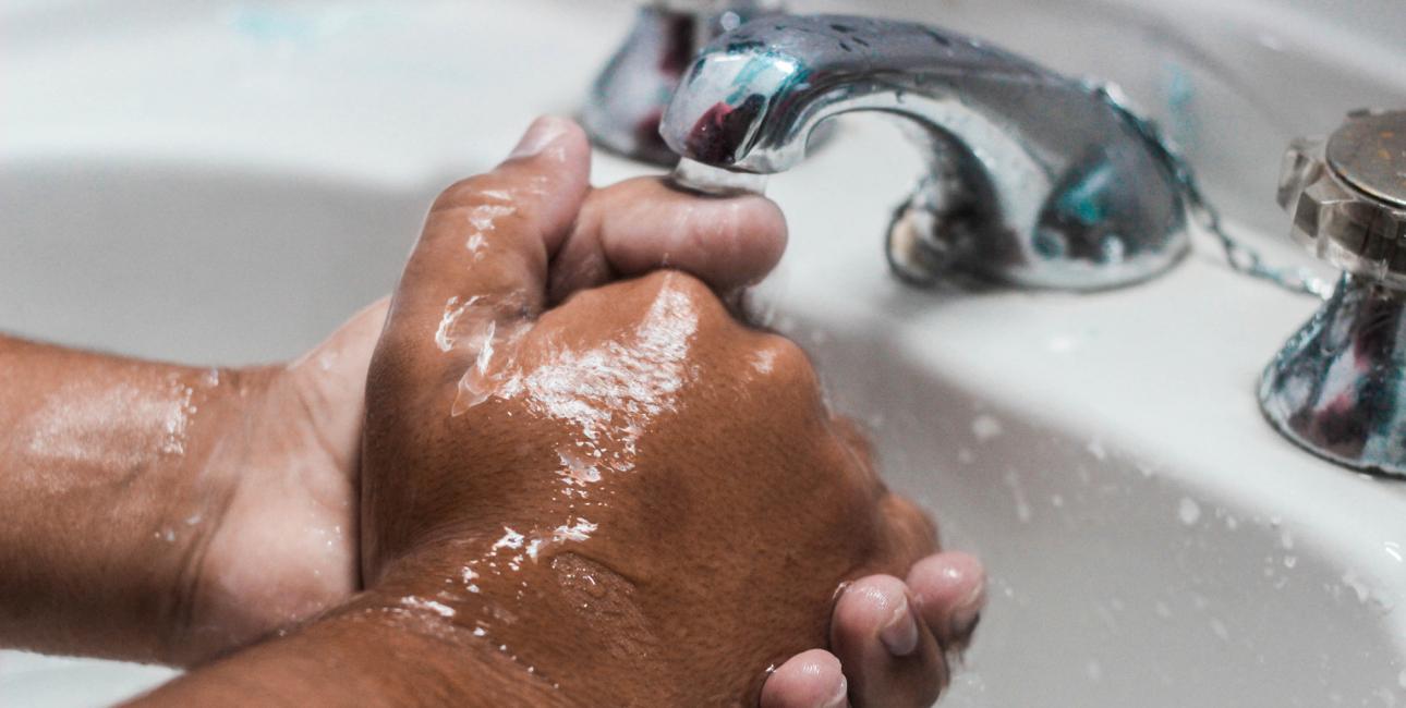 Vaske hænder. Foto: Unsplash.