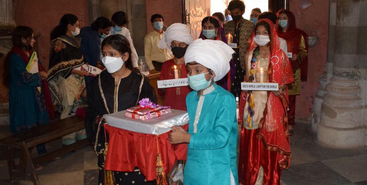 Oversættelsesceremoni i Lahores Sacred Heart Cathedral, Pakistan. Foto: Mary Frank