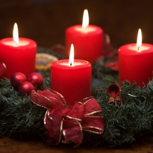 Advent, fire lys. Foto: Colourbox.